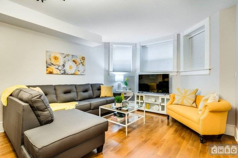 image 1 furnished 2 bedroom Townhouse for rent in Lakeview, North Side