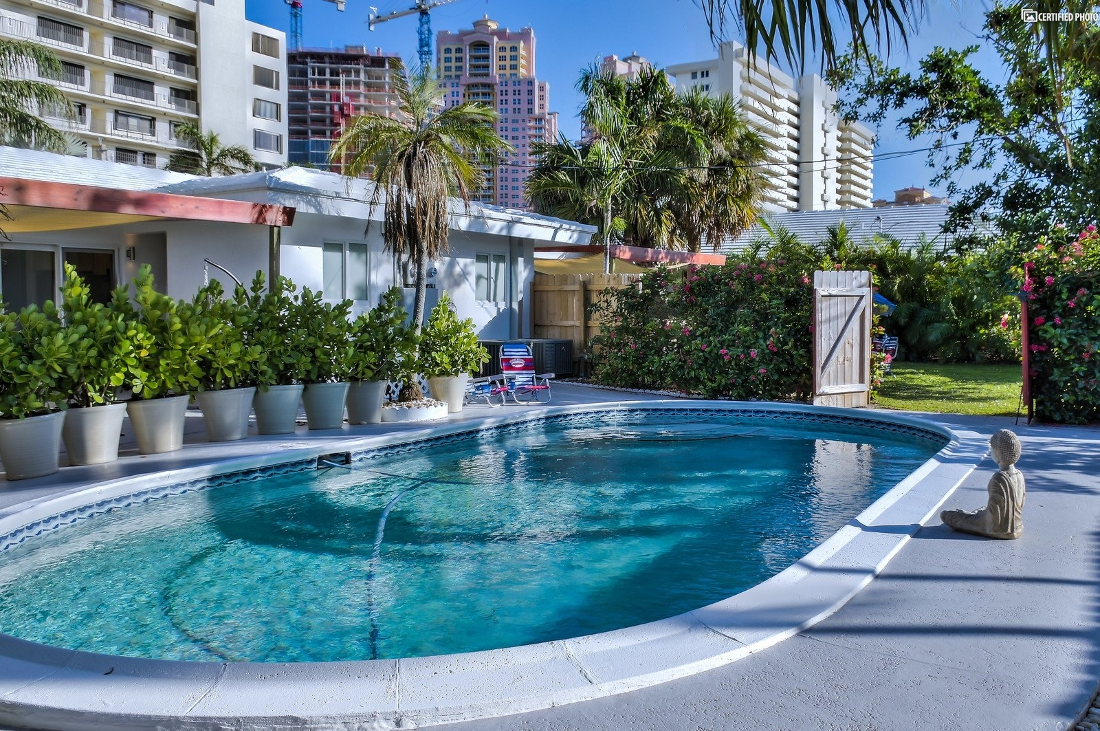 Luxurious 2bdr 2bth w/pool near beach