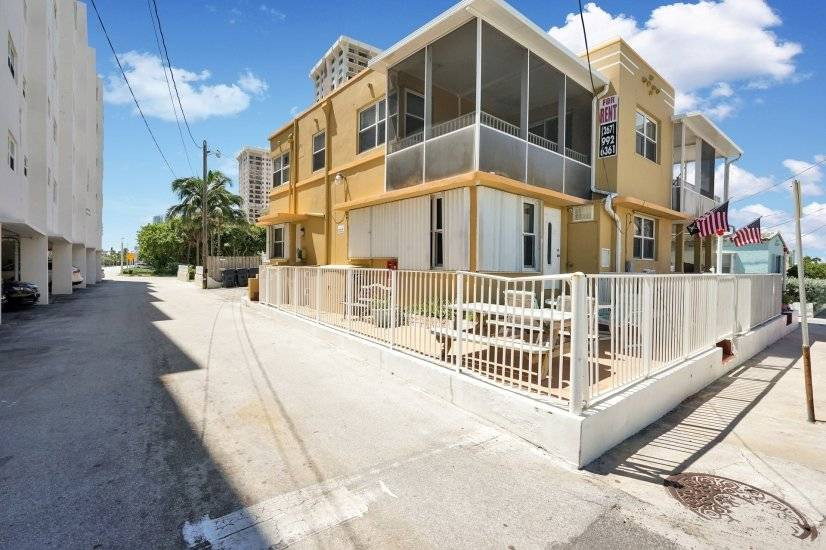 $4000 3 Hollywood, Ft Lauderdale Area