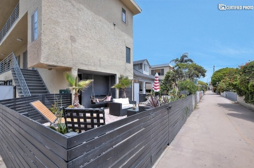 image 3 furnished Studio bedroom Apartment for rent in Venice, West Los Angeles
