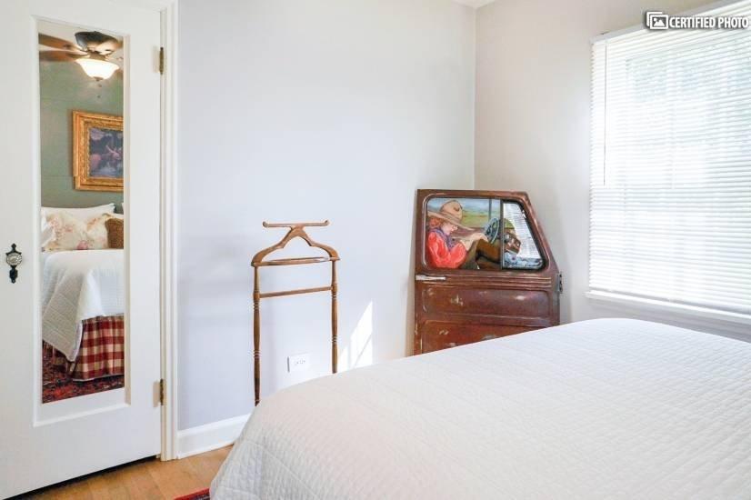 image 9 furnished 1 bedroom House for rent in University, Denver South