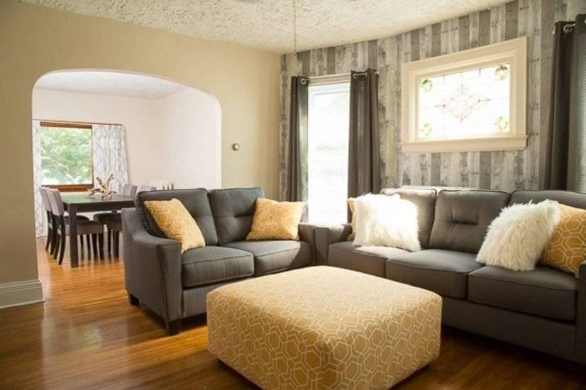 Spacious Livingroom and diningroom