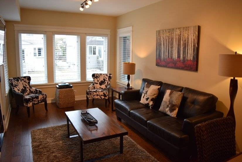 Roscoe Village 3bd/2bt Fireplace-Cozy