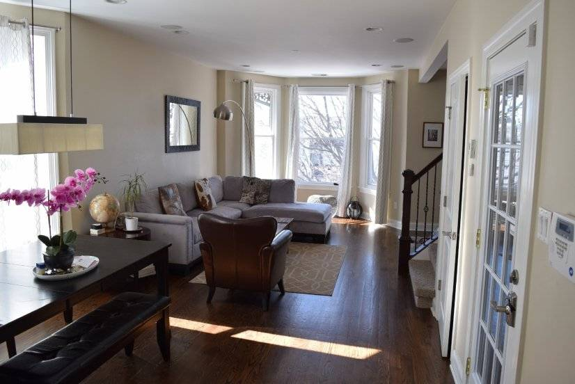 Roscoe Village 4bd/2bt Fireplace-Cozy