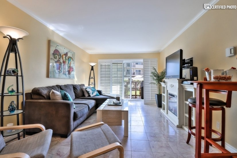 Relax and be pampered in this classy upscale designer unit.