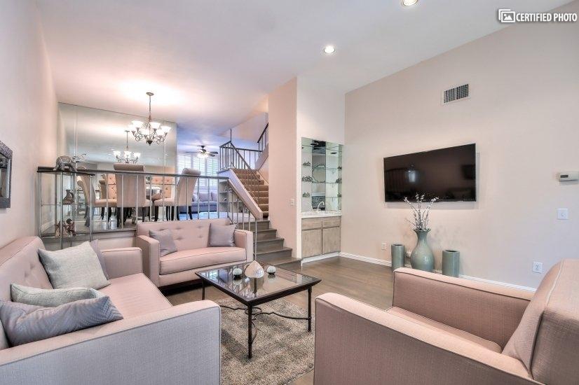 Fully furnished corporate rental home in Sherman Oaks CA