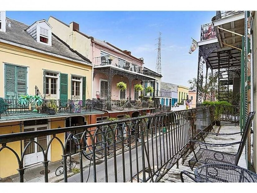 3 Balconies in the French Qtr bikes