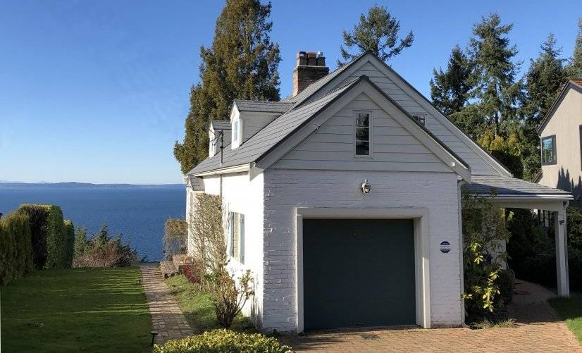 Cape Cod House with Olympic Mountain and Puget Sound Views