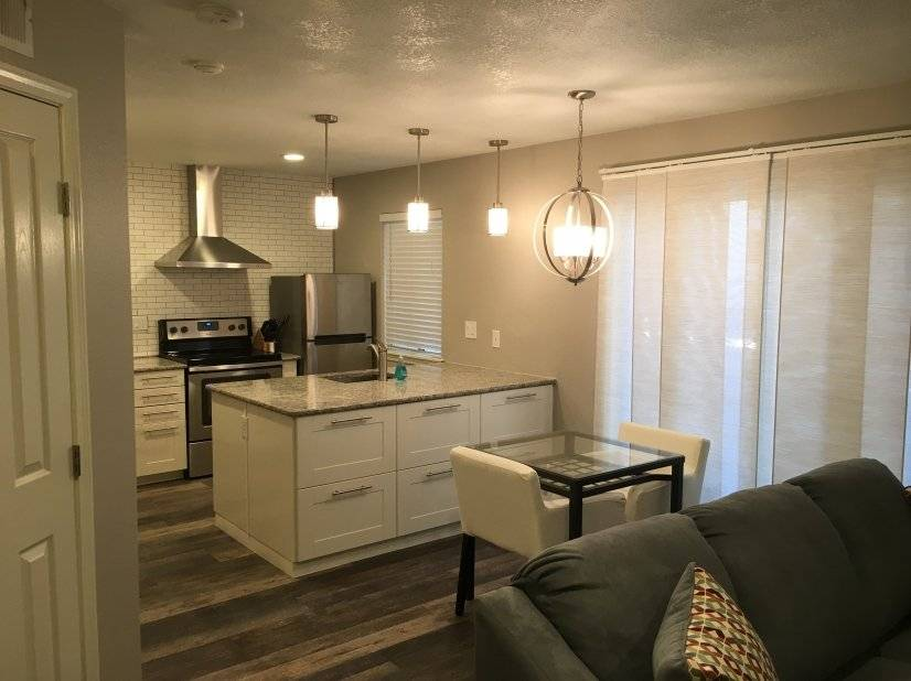 Remodeled 1 Bedroom Fantastic Location