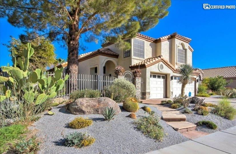 5 Star 5-Bedroom Pool Spa Home in Vegas