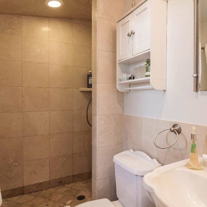 Bath for master bedroom. Italian tiles.