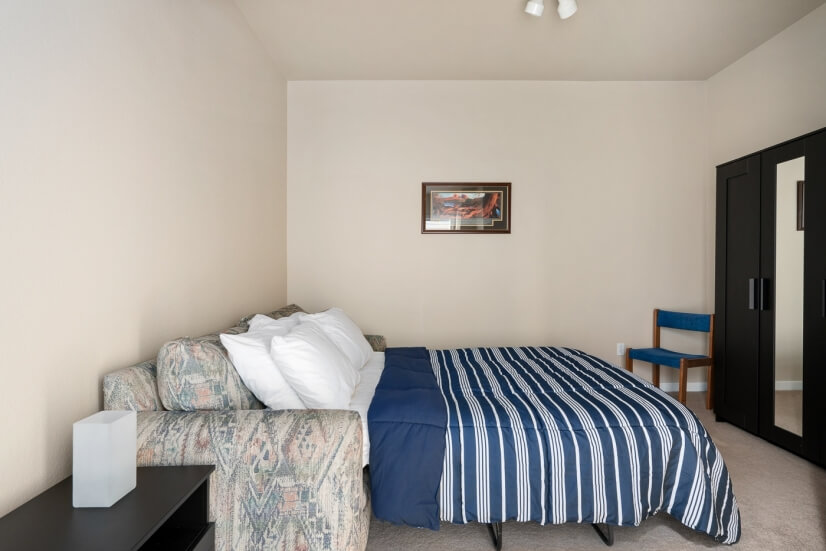 Flex space offers second bedroom option w/ pu