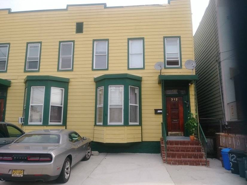 2 Bedroom Apartment. 20 Mins to NYC