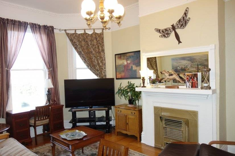 Victorian Charm, Remodeled 1-bedroom