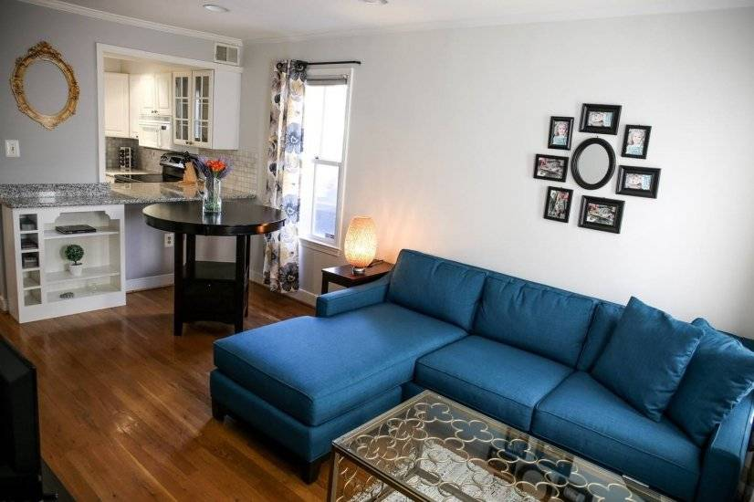 Capitol Hill 2 BR Gem with parking pass