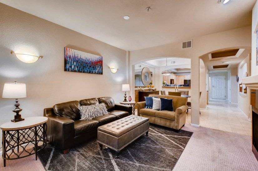 Downtown Luxury Condo w Skyline Views