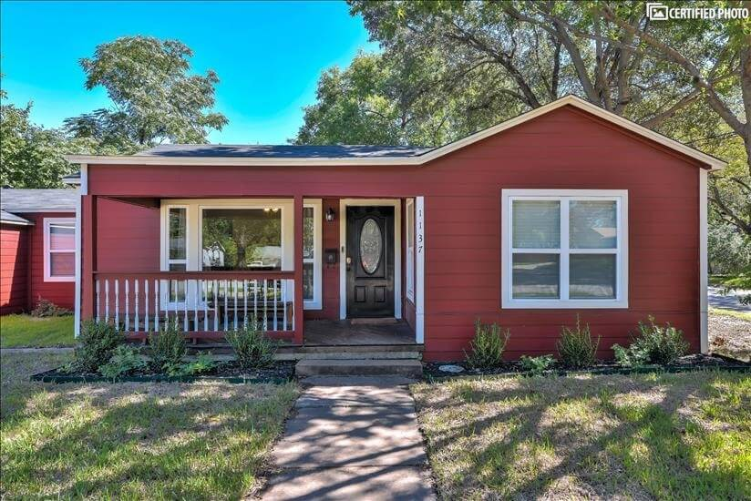 Walk to Main street-minutes from DFW airport