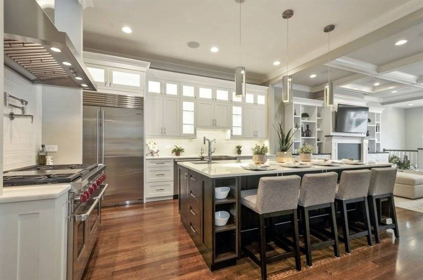 Gorgeous huge kitchen w/ long marble island + separate sink