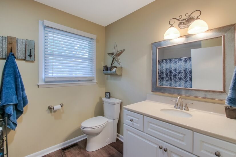 Bathroom conveniently across the hall from 2 bedrooms