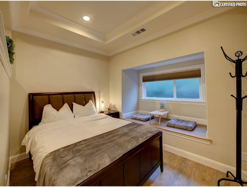 Suite D - Queen size bed, full bath, box/bay window