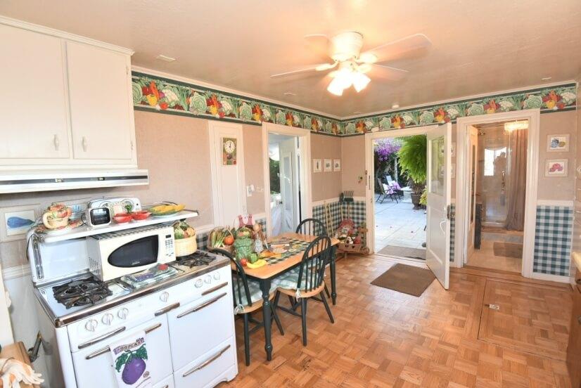 Cottage Casita Country Kitchen