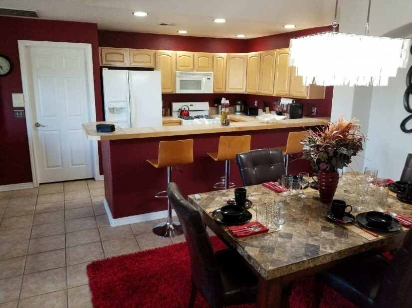 Open flow from dining room to kitchen
