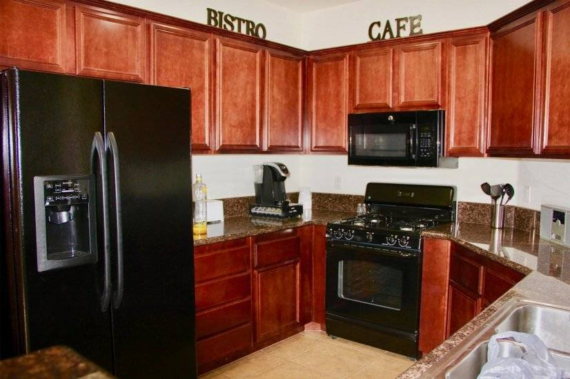 This fully equipped kitchen has everything you need