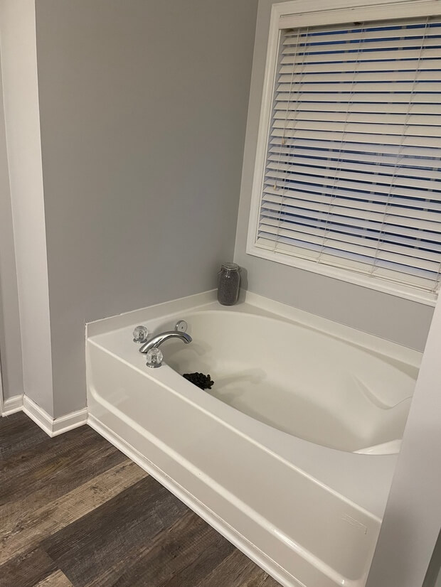 Large tub rocks in the tub for decoration