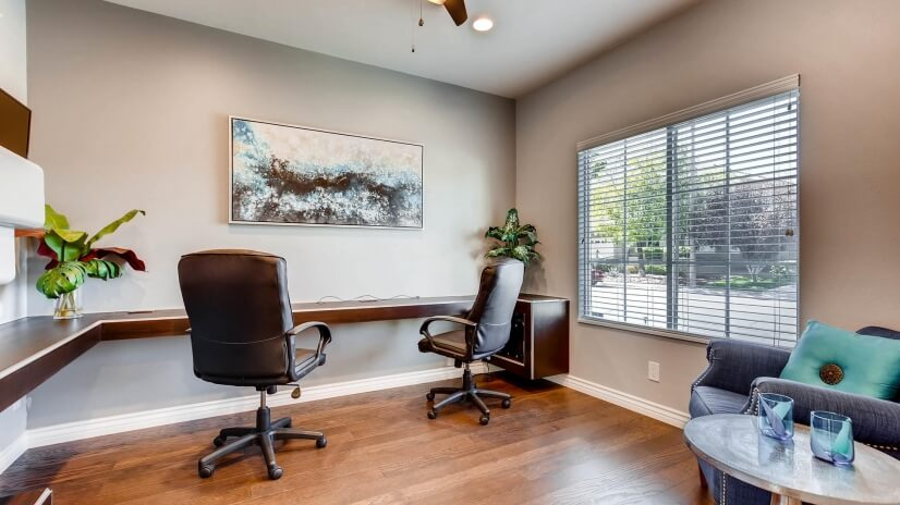 Large office for 2 with Smart TV/monitor, paper shredder