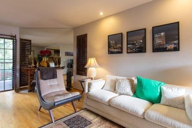 image 2 furnished 3 bedroom House for rent in Morena, Western San Diego