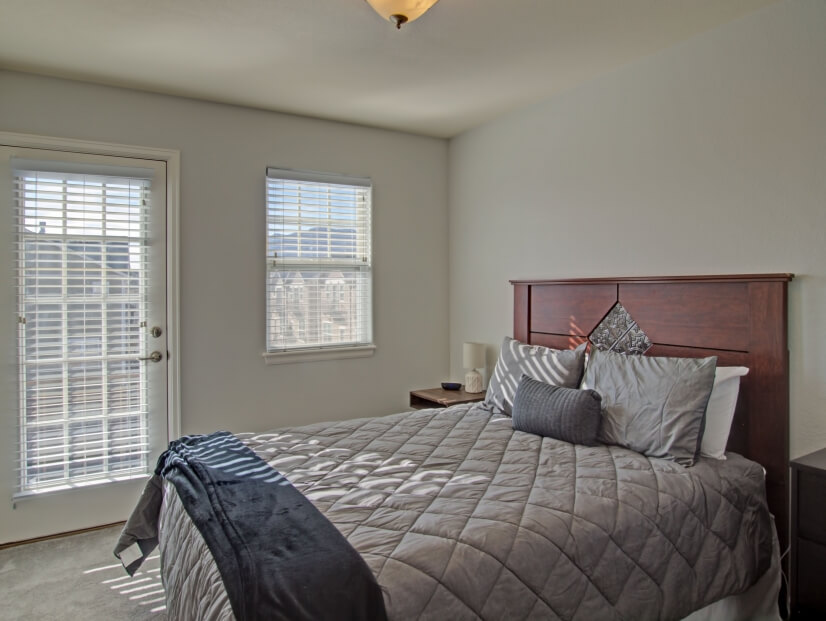 2nd bedroom w/ balcony