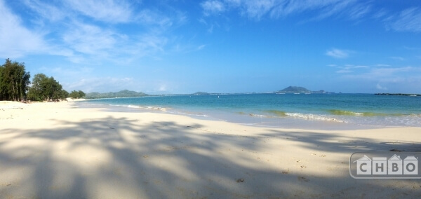 2 1/2 mile white sand Kailua beach walk swim surf kite