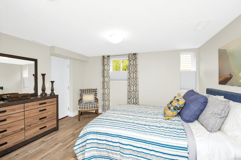Bedroom #4 -Striped Rm Queen memory foam bed
