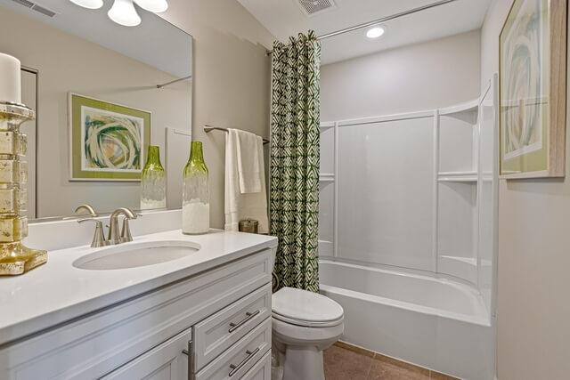 2nd Bathroom - with Tub