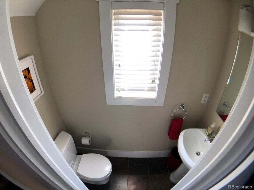 Lower 1/2 Bath