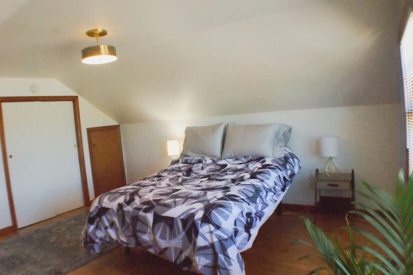 Bedroom- 2nd Flr- Queen adjustable bed