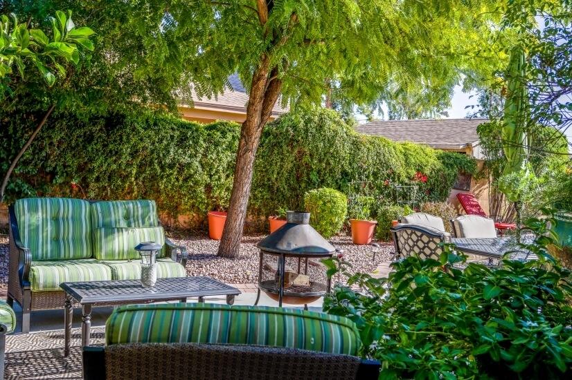 Lush garden backyard sitting area