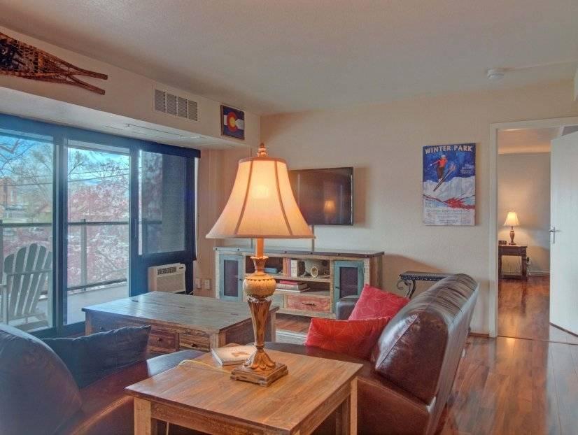 Modern large 1 bedroom Loft w/ garage