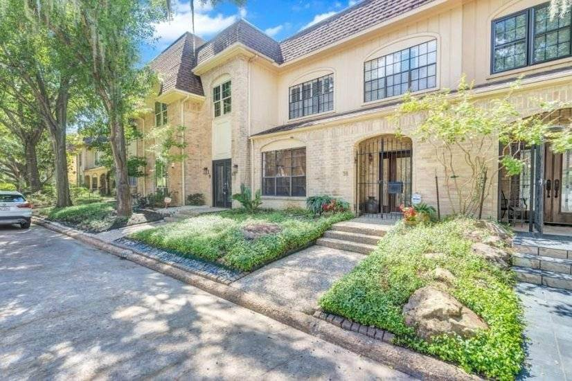 Townhouse in quiet gated community
