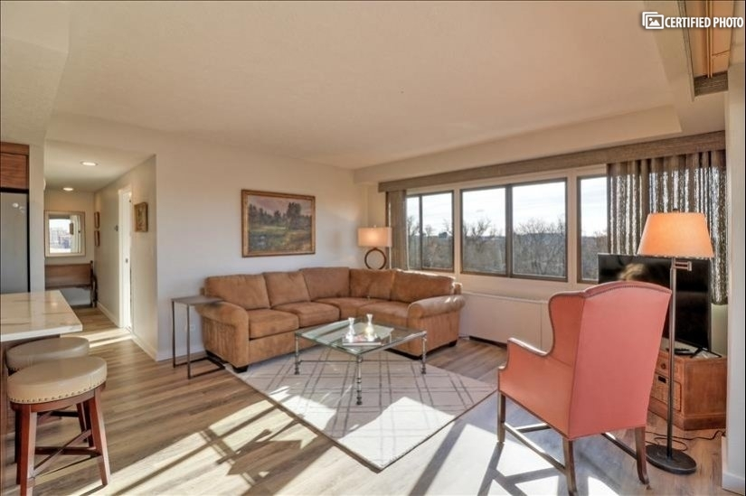 City Views from 1 bdrm renovated condo