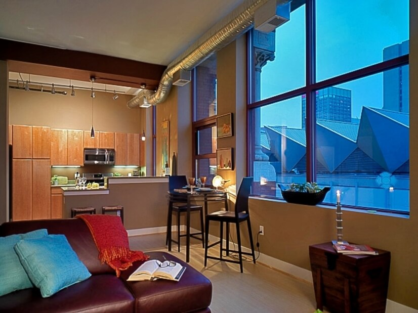 Impressive Downtown Loft with Parking