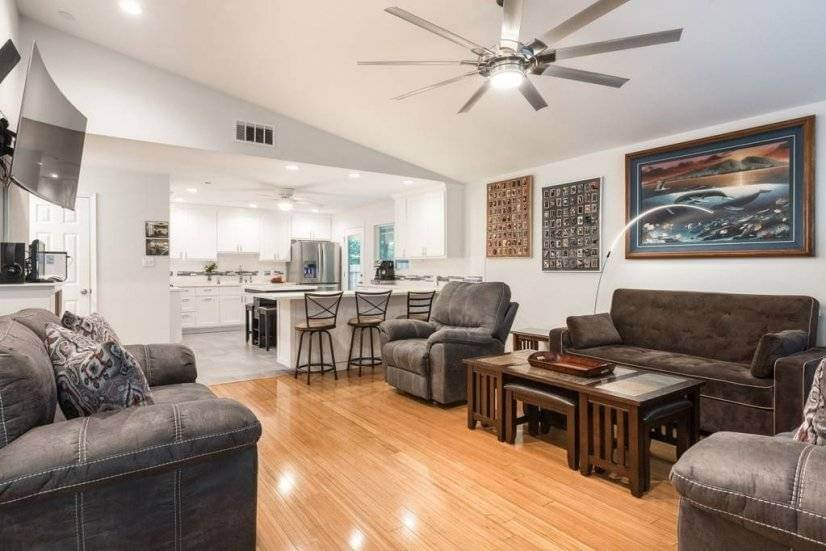 Available by day or month 10 Minutes from downtown + airport