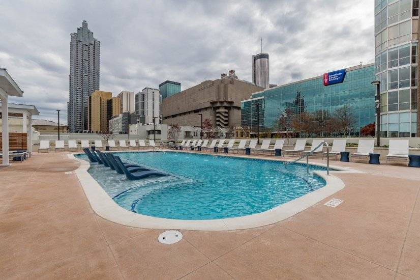 Rooftop Pool with Fountains, Lounge Downtown Atlanta Rental