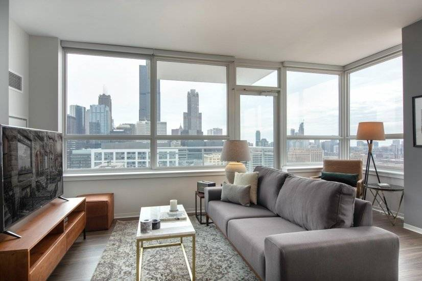 2BR, West Loop w/ Pool & Gym