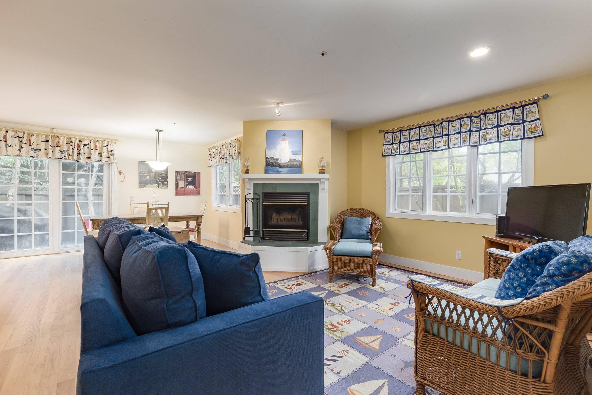 Fully furnished monthly rental Santa Cruz CA