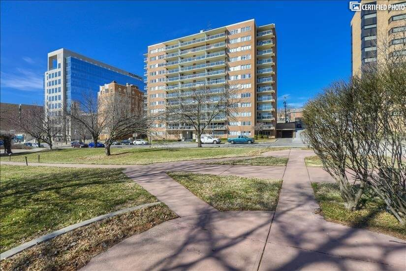 $3500 2 Plaza, Kansas City Area