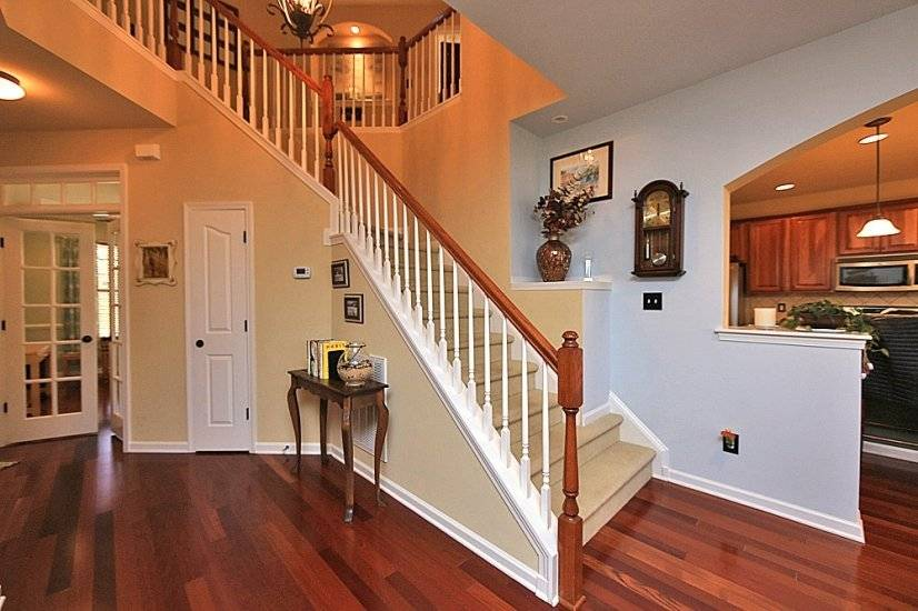 Foyer Lower Level fully furnished corporate rental home