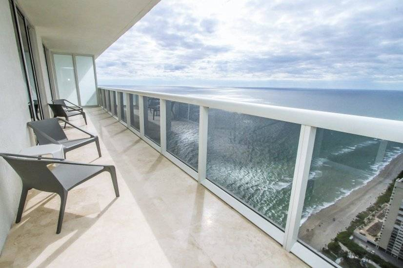 Beachfront 3 BR apt. Stunning Ocean View
