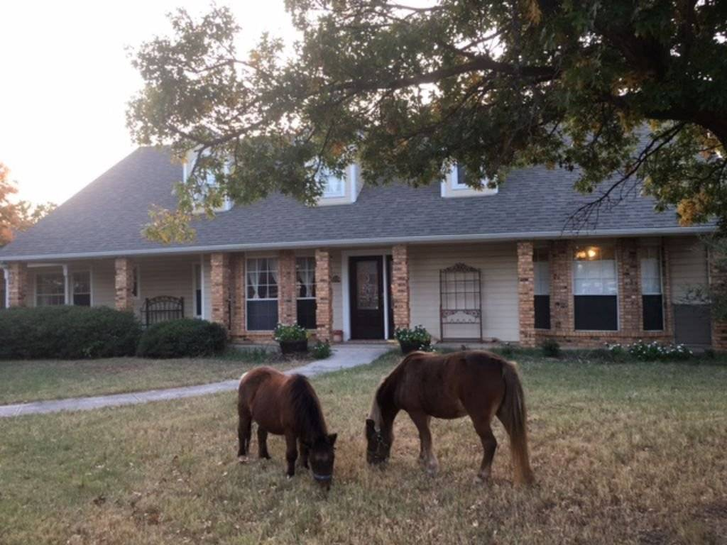 Furnished home on Horse Farm near Dallas