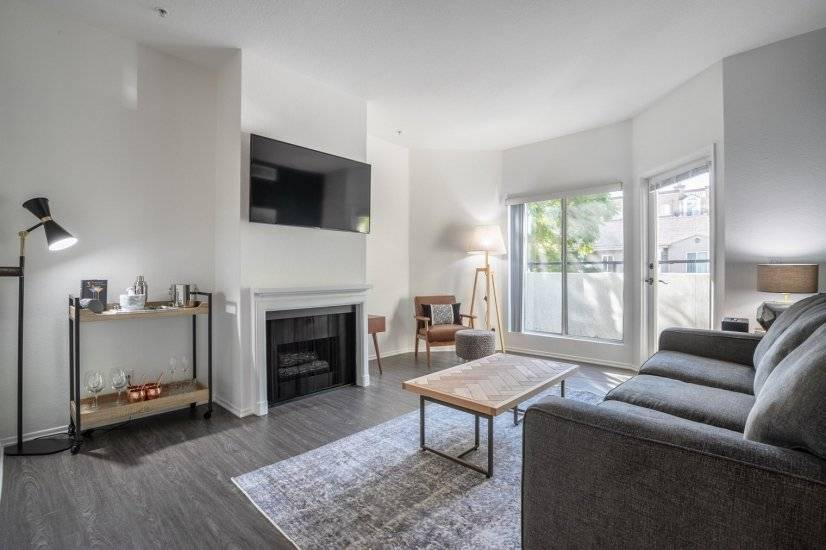 Mid-Wilshire 1BR w/Rooftop,nr. The Grove